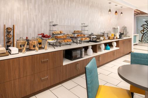 菠萝亲切Z酒店 - 圣地亚哥 - 自助餐