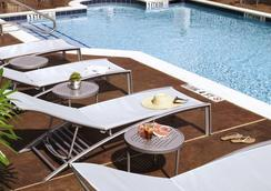 休斯顿洲际机场春季山丘套房酒店 - 休斯顿 - 游泳池
