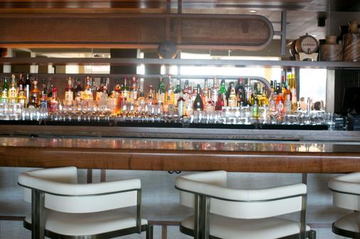 桂尼纽波特度假村码头酒店 - 纽波特 - 酒吧