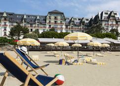 埃米塔日吕西安巴里亚酒店 - 拉波勒 - 海滩