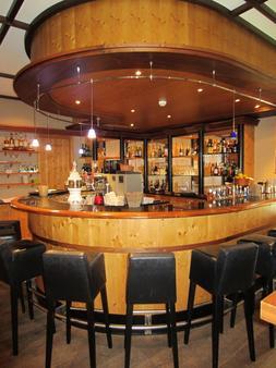 洛伊克巴德温泉酒店 - 洛伊克巴德 - 酒吧