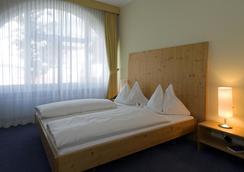 洛伊克巴德温泉酒店 - 洛伊克巴德 - 睡房