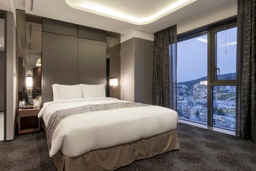 帝马克豪华酒店明洞 - 首尔 - 睡房