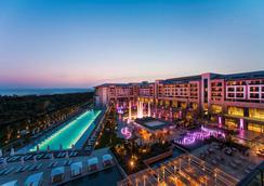 雷努姆卡利亚旅馆 - 贝莱克 - 游泳池