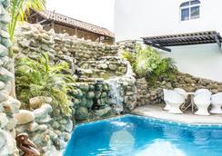 Bungalows Zicatela - 埃斯孔迪多港 - 游泳池