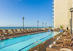梅龙镇美特尔海滨度假酒店 - 默特尔比奇 - 游泳池