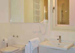 阿洛米皮克罗酒店 - 萨罗(伦巴第大区) - 浴室