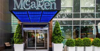 麦卡伦泳池怡景酒店 - 布鲁克林 - 建筑