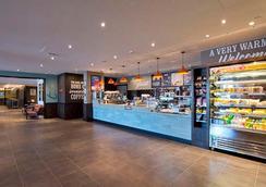Premier Inn Heathrow Airport Terminal 4 - 豪士罗 - 商店
