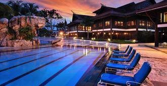 蒲莱泉度假村 - 柔佛巴鲁 - 游泳池