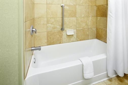 格鲁吉亚萨瓦纳米德顿恒庭套房酒店 - 萨凡纳 - 浴室