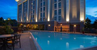 奥兰多机场汉普顿酒店 - 奥兰多 - 游泳池