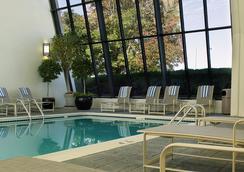 文艺复兴斯泰普尔顿酒店 - 丹佛 - 游泳池