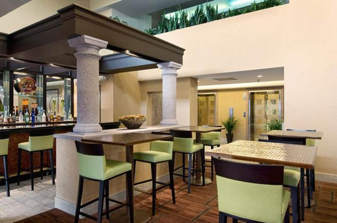 休斯顿哈比机场希尔顿逸林酒店 - 休斯顿 - 酒吧