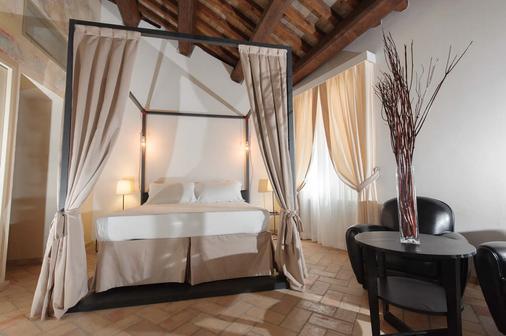 瑞莱斯朱利亚酒店 - 罗马 - 睡房
