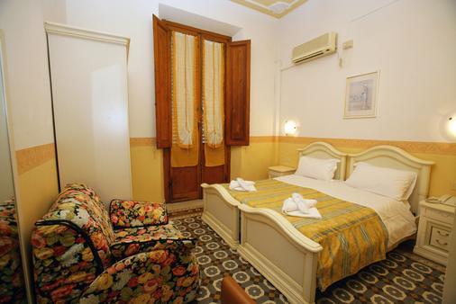 底西瑞酒店 - 佛罗伦萨 - 睡房
