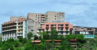 奥林匹亚酒店 - 埃里温 - 建筑