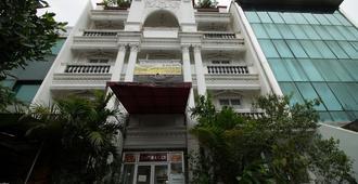 贡图尔拉亚塞蒂亚布迪红多兹Plus酒店 - 南雅加达 - 建筑