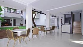 克拉帕度柯邦杰鲁克瑞德多兹普拉斯酒店 - 雅加达 - 餐馆