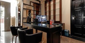 靠近哈里木的雷德多斯普拉斯2号旅馆 - 雅加达 - 酒吧