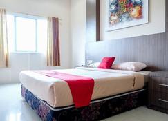 RedDoorz Plus near Living World Pekanbaru - 北干巴鲁/帕干巴鲁 - 睡房