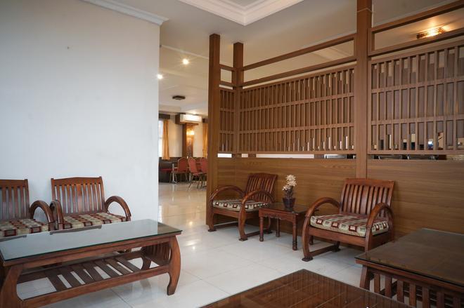 红多兹plus酒店@奇哈佩拉斯3 - 万隆 - 大厅