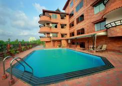 韦斯特韦酒店 - 科泽科德 - 游泳池