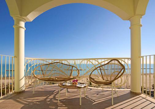翡翠套房酒店及Spa - 圣贝内代托-德尔特龙托 - 阳台