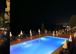 圣彼得罗大酒店 - 陶尔米纳 - 游泳池