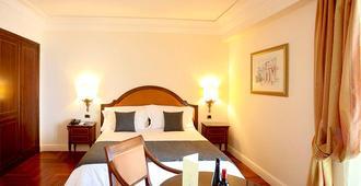 圣佩特洛瑞拉斯&城堡大酒店 - 陶尔米纳 - 睡房