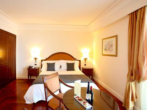 圣彼得罗大酒店 - 陶尔米纳 - 睡房