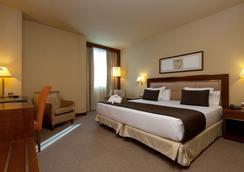 新马德里酒店 - 马德里 - 睡房