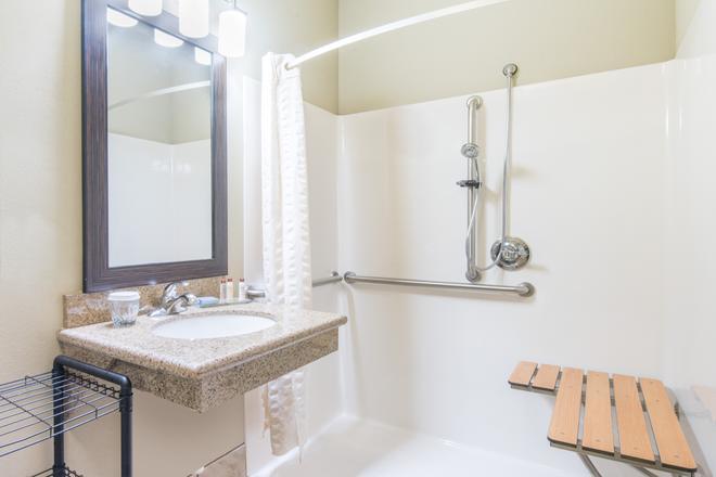 温德姆威利斯顿豪顿套房酒店 - 威利斯顿 - 浴室