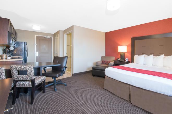 温德姆威利斯顿豪顿套房酒店 - 威利斯顿 - 睡房