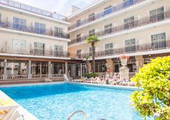 爱贝索苏拉迪尔酒店 - Malgrat de Mar - 游泳池