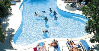 纳迪湾度假酒店 - 南迪 - 游泳池