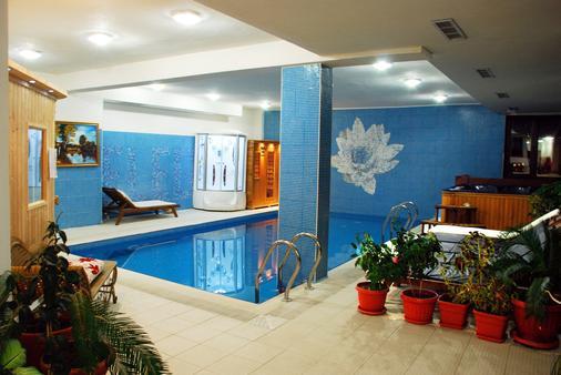 优雅豪华酒店 - 班斯科 - 游泳池
