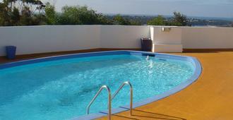 翠鸟汽车旅馆 - 默里姆布拉 - 游泳池