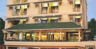 塞勒斯蒂姆酒店 - 蒙纳 - 建筑