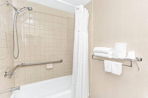 劳德代尔堡好莱坞/机场南戴斯酒店 - 好莱坞 - 浴室
