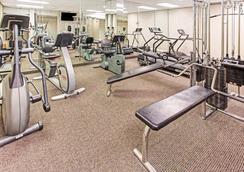 劳德代尔堡好莱坞/机场南戴斯酒店 - 好莱坞 - 健身房