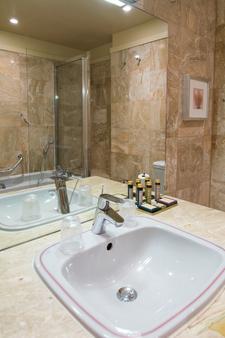 卡西诺酒店 - 耶尔 - 浴室