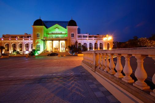 卡西诺酒店 - 耶尔 - 建筑