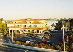 基韦斯特海滨万豪万怡酒店 - 基韦斯特 - 建筑