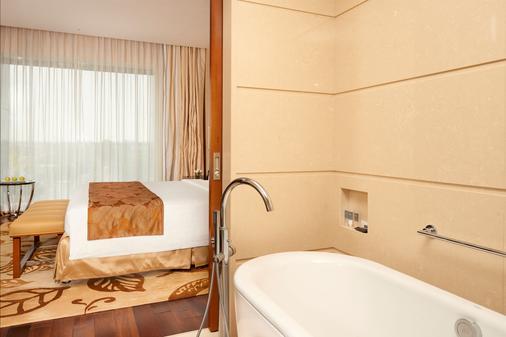 高知机场万怡酒店 - 科钦 - 浴室