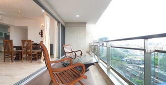 伊萨克公寓 - 孟买 - 阳台