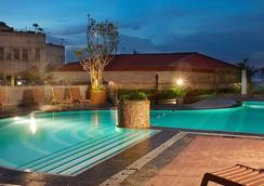 毕达卡拉班芝兰大酒店 - 南雅加达 - 游泳池