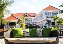 白色精品酒店和公寓 - 西哈努克市 - 海滩