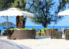 White Boutique Hotel - 西哈努克市 - 海滩