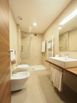 卡萨多蜜缇拉科尔平酒店 - 罗马 - 浴室